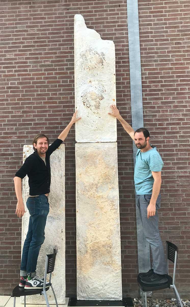 Ontwerper Pascal Leboucq (rechts) met mycelium designer Erik Klarenbeek van Krown-Design bij een proefopstelling van The Growing Pavilion