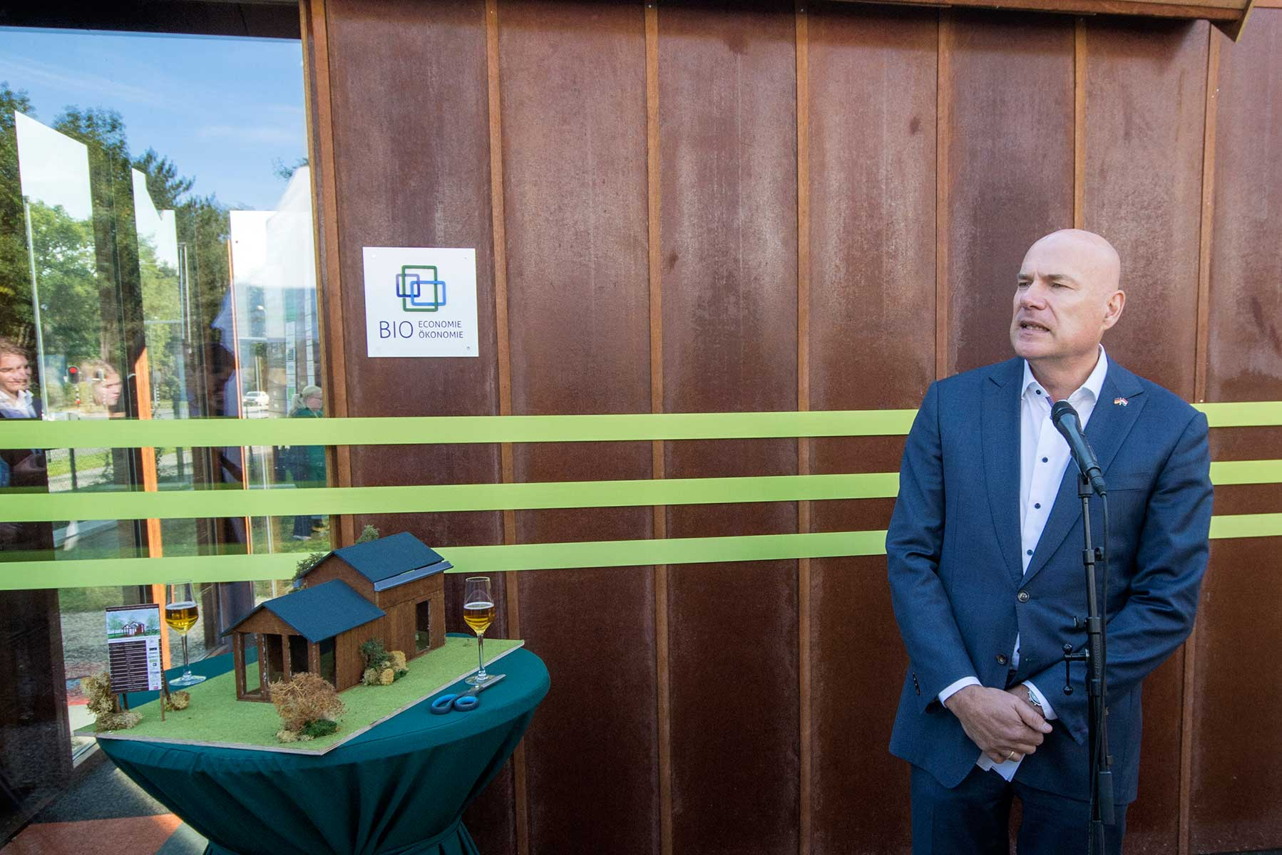 Karel Groen, directeur EDR bij Tiny House maquette
