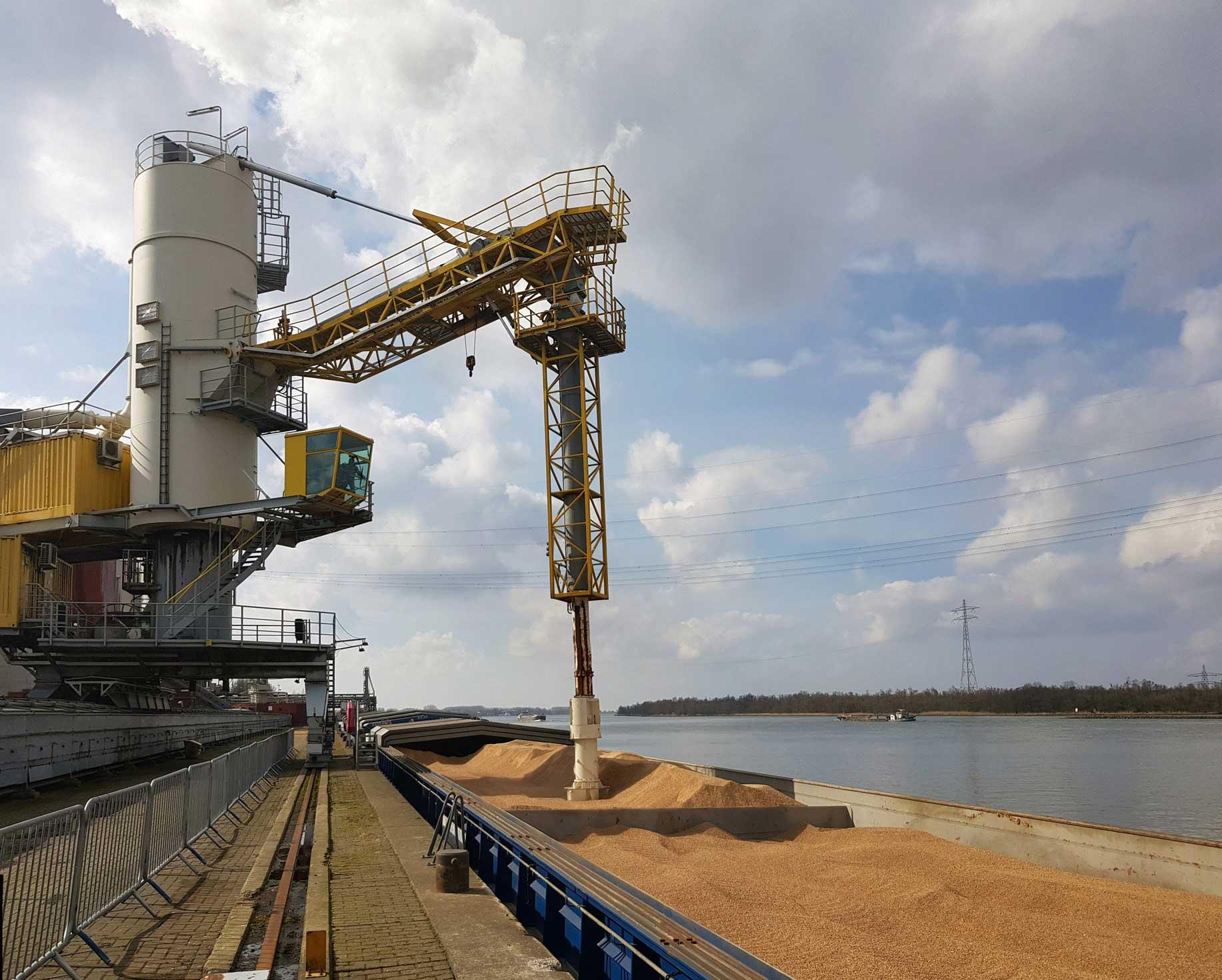 Aanvoer biomassa bij Amercentrale