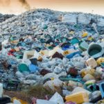 Plastic afval op stortplaats